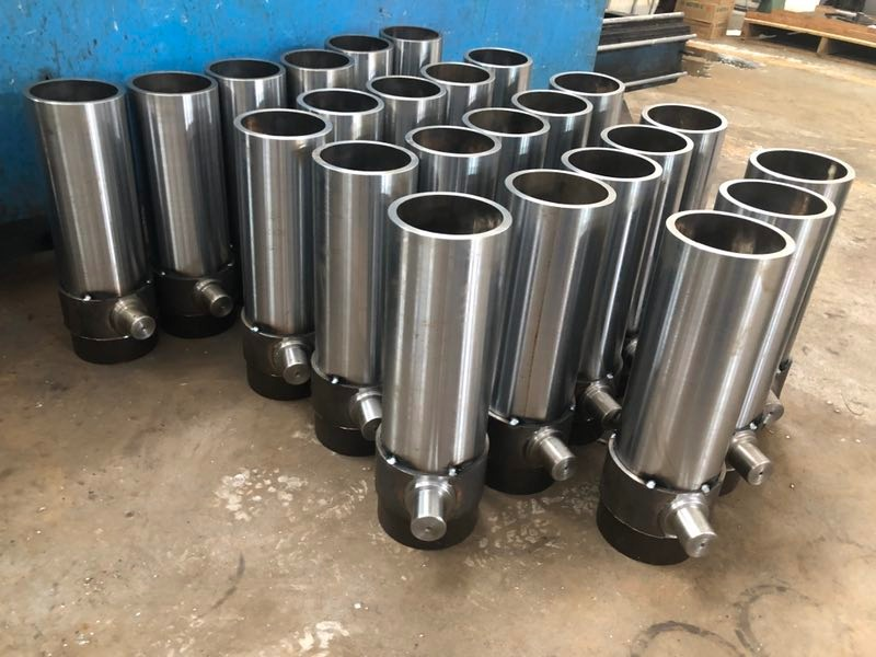 Housings of hydraulic cylinders