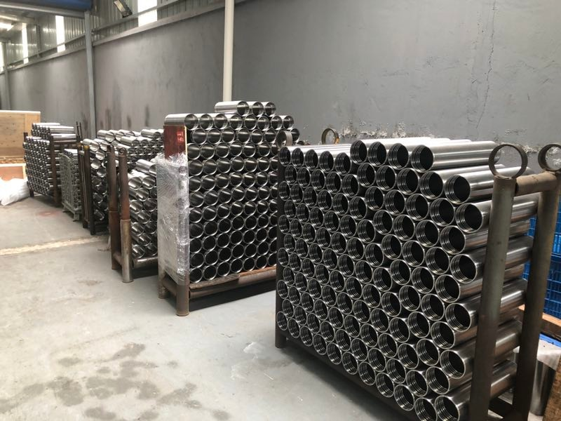Storage of telescopic tubes before packing